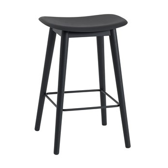 Muuto - Fiber Barhocker mit Holzgestell 65cm - schwarz/Sitzfläche Kunststoff/BxHxT 45x66x42,5cm/Gestell Holz