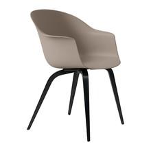 Gubi - Chaise avec accoudoirs Bat structure hêtre noire