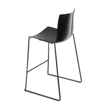 Arper - Catifa 46 0474 Barhocker niedrig Gestell schwarz - schwarz/Außenschale glänzend/innen matt/Gestell schwarz matt V39/Sitzhöhe 64cm