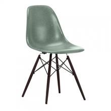 Vitra - Vitra Eames Fiberglass Chair DSW esdoorn donker