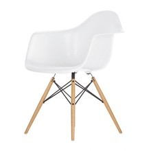 Vitra - Vitra Eames Plastic Armchair DAW Golden Maple Base