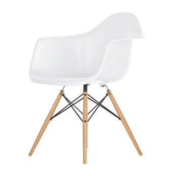 Vitra   Eames Plastic Armchair DAW H43cm   White/frame Maple ...