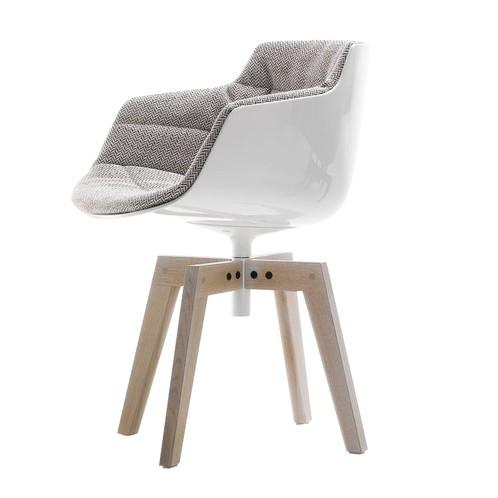 MDF Italia - Flow Slim Armlehnstuhl gepolstert Eiche - beige braun/Sitzschale weiß/Gestell Eiche/Stoff Monaco R319 Col. 443.040