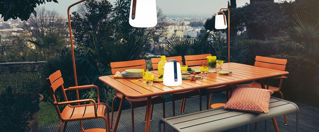 Fermob Luxembourg Kollektion Gartentisch mit Stühlen in Orange