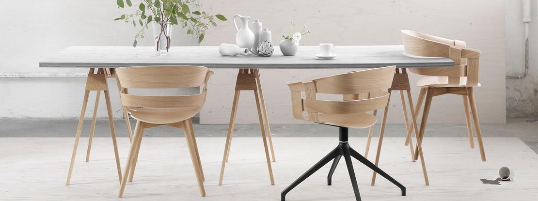 Esstisch mit Holzstühlen