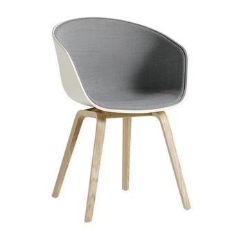 HAY - About a Chair 22 Stuhl mit Spiegelpolster Eiche - hellgrau/Schale cremeweiß/Stoff Surface 120/Gestell geseifte Eiche