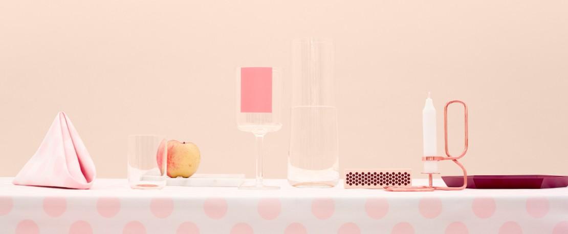 HAY Pink gedeckter Esstisch