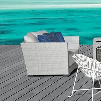 Gervasoni - InOut 501 Polyrattan Loungesessel - weiß/hellgrau/Sitzpolster & Kissen: Stoff Gesso/Füsse Aluminium lackiert/inkl. 3 Kissen 52x52 cm & 2 Kissen 67x67 cm
