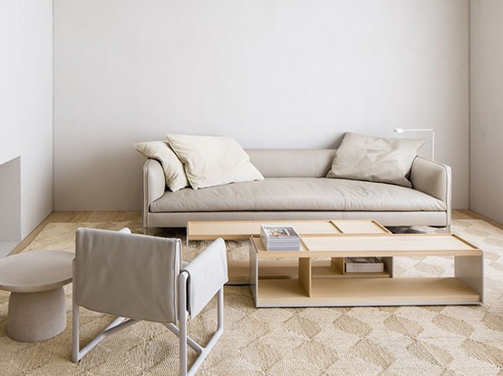 Wohnzimmer mit beigen Möbeln