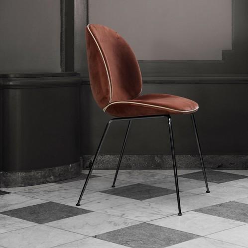 Gubi - Beetle Chair Samtpolster und Gestell schwarz