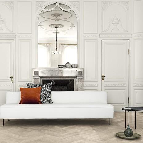 Wohnzimmer im Altbaustil mit modernen Möbeln