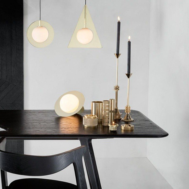 plane lampe de table tom dixon. Black Bedroom Furniture Sets. Home Design Ideas