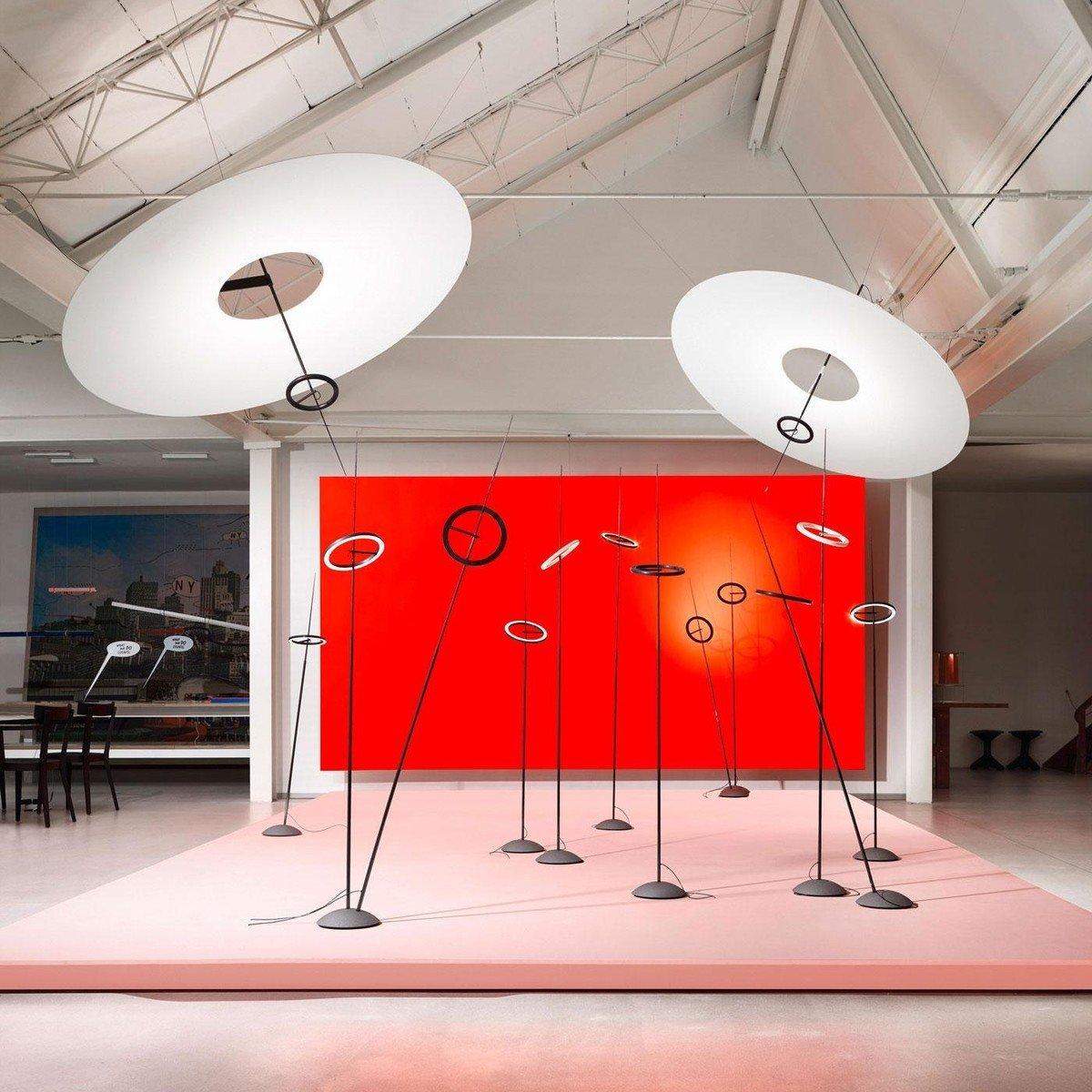 Ringelpiez LED Stehleuchte | Ingo Maurer | AmbienteDirect.com