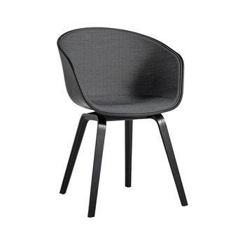 HAY - About a Chair 22 Stuhl mit Spiegelpolster Unicolor - schwarz/Schale soft schwarz/Stoff Surface 190/Gestell Eiche schwarz gebeizt