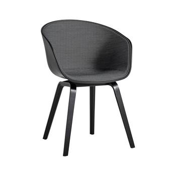 - About a Chair 22 Stuhl mit Spiegelpolster Unicolor - schwarz/Schale soft schwarz/Stoff Surface 190/Gestell Eiche schwarz gebeizt