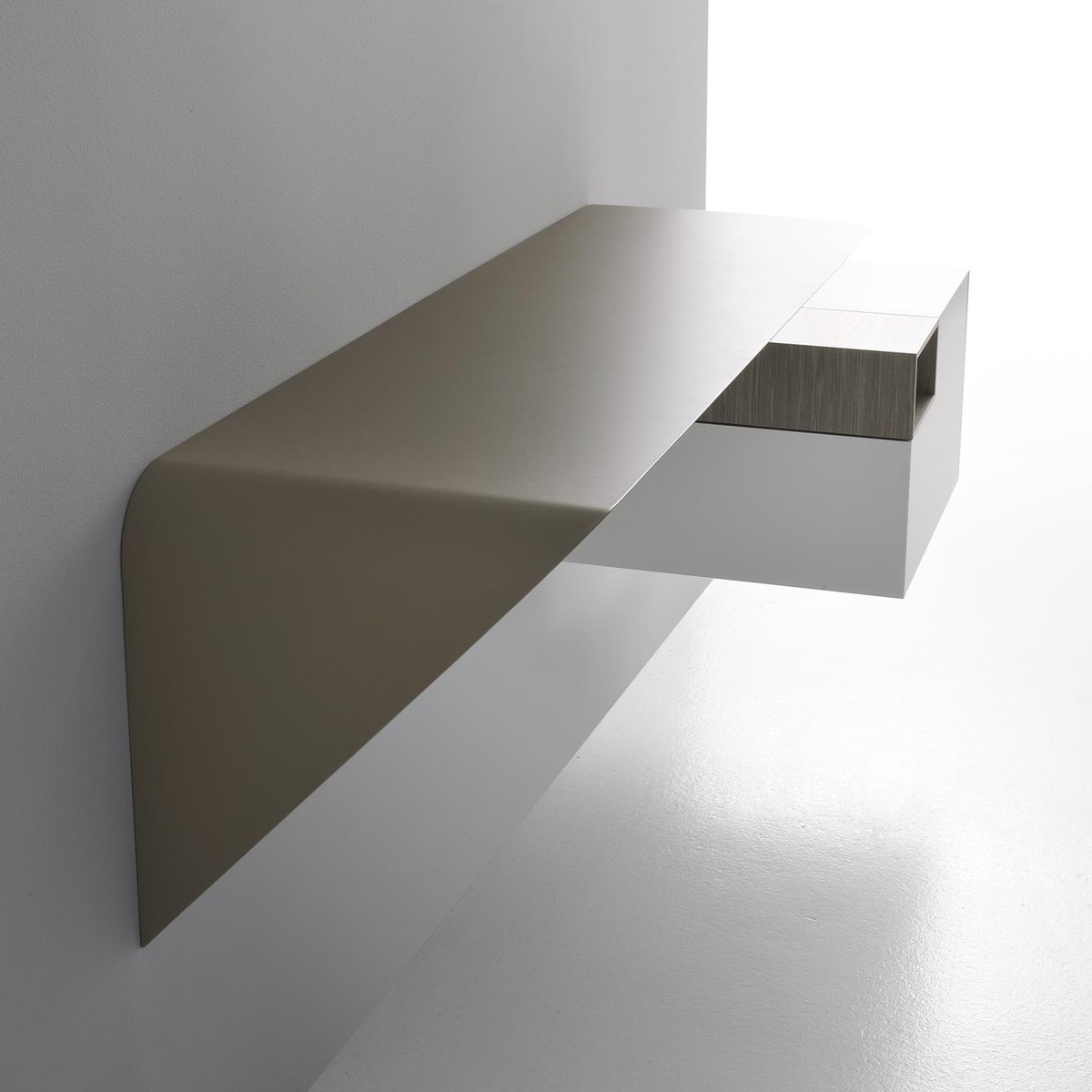 mamba light wall shelf mdf italia. Black Bedroom Furniture Sets. Home Design Ideas