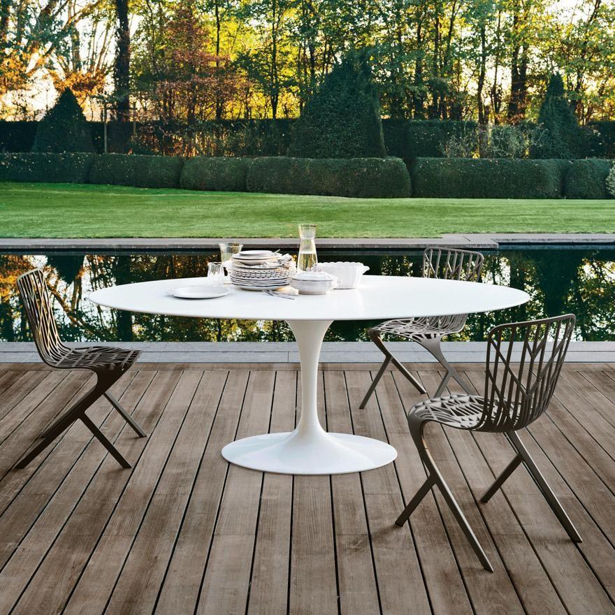 saarinen oval table outdoor