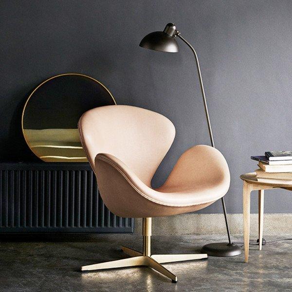 8 FritzHansen Swan Chair