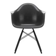Vitra - Chaise avec accoudoirs Eames Fiberglass DAW érable noir