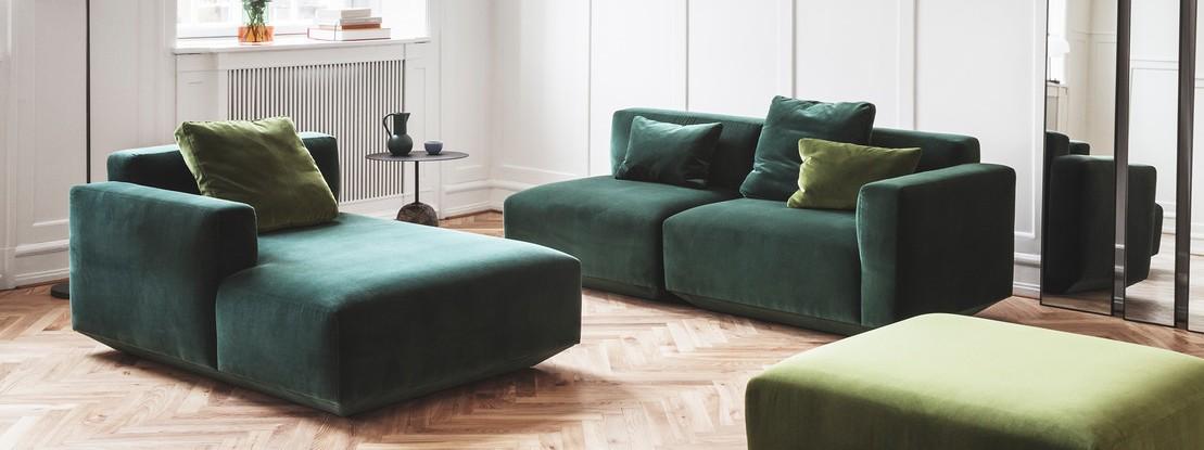 Couch in grünem Samt