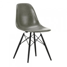 Vitra - Eames Fiberglass Side Chair DSW Black Maple