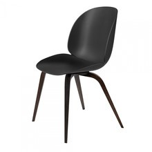 Gubi - Beetle Dining Chair Eichengestell geräuchert