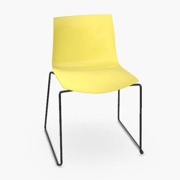 Arper - Catifa 46 0278 Stuhl einfarbig Kufe schwarz - gelb/Außenschale glänzend/innen matt/Gestell schwarz matt V39/neue Farbe